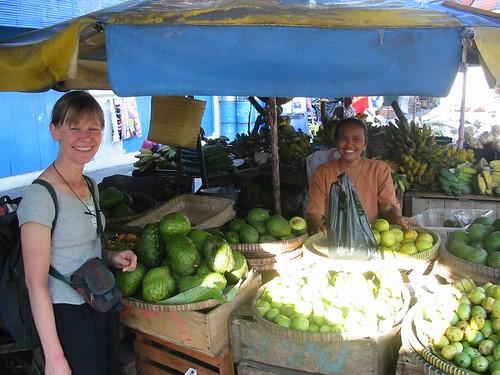 Twee smilende dames bij de Durians
