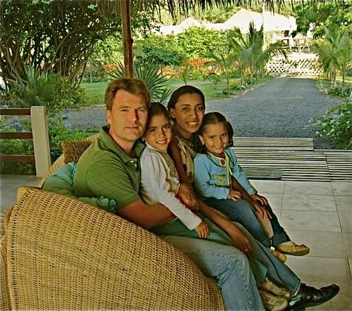 ecuador-beach-family