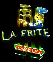 La Frite (avilon_music) Tags: california ca nightphotography signs sign night vintage restaurant la losangeles cafe neon restaurants olympus signage neonsign southerncalifornia sanfernandovalley venturablvd neonsigns shermanoaks oldsigns frenchrestaurant vintagesigns vintageneon vintageneonsigns frenchcafe lafrite olympuse510 larestaurants markpeacockphotography