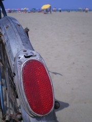 al mare, in bicicletta - (biciclette #013) (a.picchi (a spizzichi e bocconi)) Tags: red bicycle yellow marina faro mare giallo tuscany bici toscana rosso grosseto picchi bicicletta maremma sellino apicchi