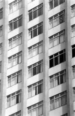 JANELA COM BANDEIRA DO BRASIL (Paulo Rogerio Luciano) Tags: brasil prdio janelas uberlandia bandeiradobrasil teleobjetiva