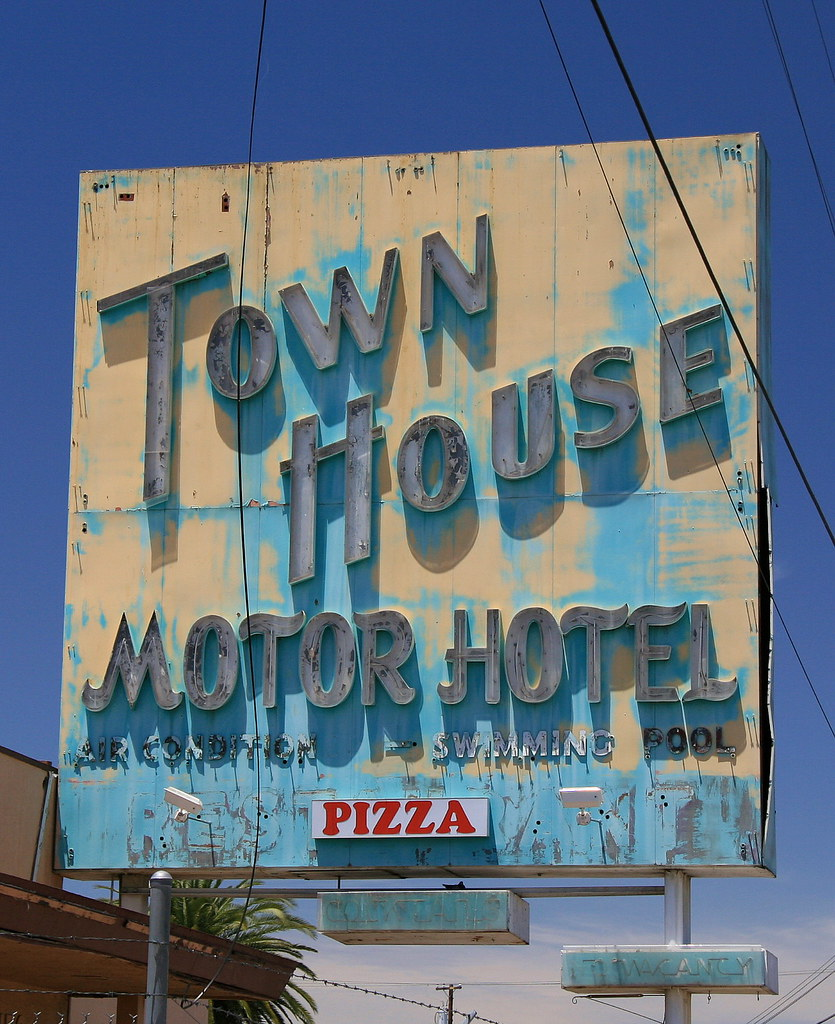 The world 39 s best photos by the real devil doll flickr for Town house motor inn