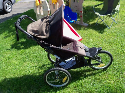 New-to-Us Jogger Stroller. Almost Vintage (1994?) Eddie Bauer- for $35.00