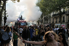 Techno Parade 2009  Paris (Thibault Dangraux) Tags: party music paris dance smoke danse parade techno musique technoparade technoparade2009