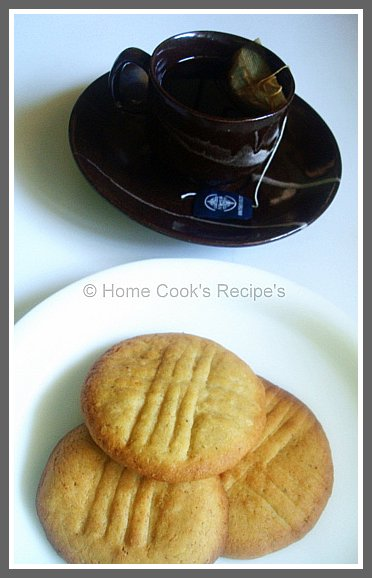 cinnamon cookies with tea