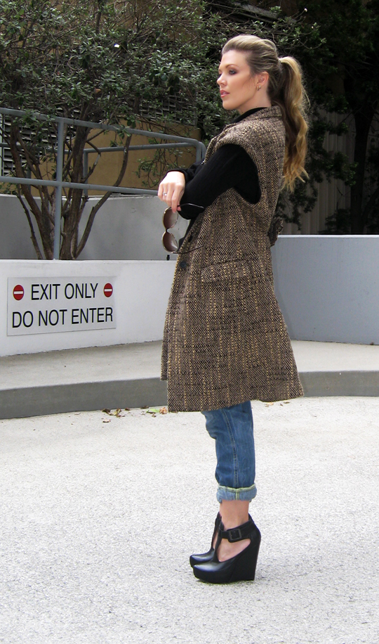 sleeveless coat, diy, fashion diys, sleeveless-tweed-coat-jeans-wedges-2
