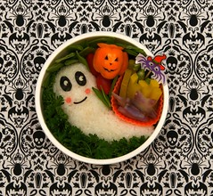 ghost onigiri bento (gamene) Tags: mushrooms pepper miso ghost asparagus onigiri bento snappeas purplepotato takuwan