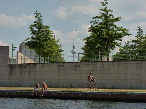 Schiffstour durch Berlin - Blick zum Fernsehturm