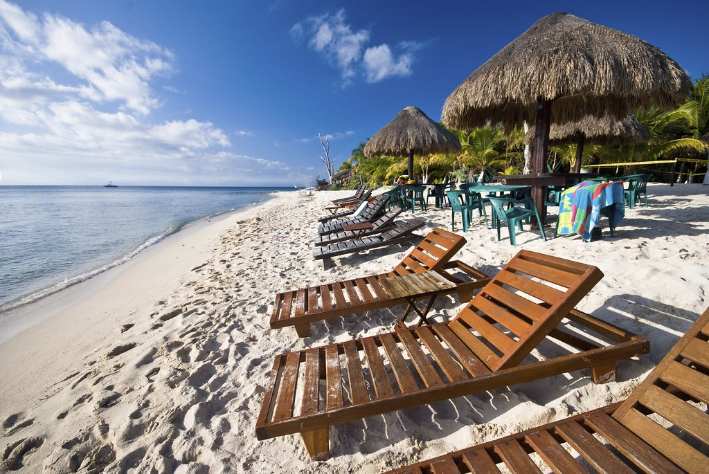 Despite bad press and travel warnings, Mexico tourism holds its ...