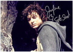 20060304_10k Elijah Wood's siggy (ratexla (protected by Pixsy)) Tags: 1000views autograph signature siggy elijahwood lordoftherings lotr frodo actor gothenburg göteborg goteborg sweden sverige europe 2006 celeb celebs celebrity celebrities famous people person human humans homosapiens man men kändis kändisar favorite photophotospicturepicturesimageimagesfotofotonbildbilder