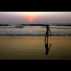 Childhood's reflection (JannaPham) Tags: ocean trip sunset sea vacation sun india reflection beach childhood sunrise canon eos kid child goa project365 majorda 40d jannapham cccunanimous
