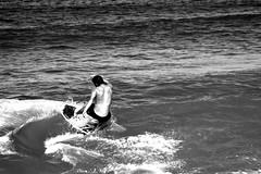Fintando as ondas (Elisa Martins) Tags: praia beach sport canon eos desporto skimming ilustrarportugal 1000d
