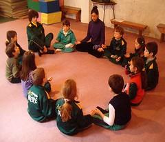 Pedagogia 3000 - Niños meditando