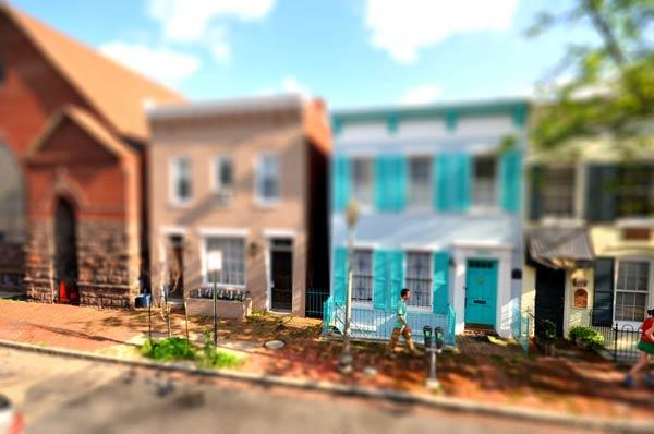 33-fake-houses