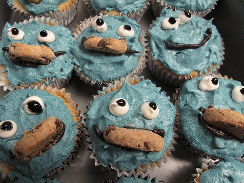 Decorating our Cookie Monster Cupcakes.