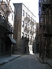 Alleyway of the famous Spiderman kiss (pr0digie) Tags: set movie studio alley kiss tour upsidedown spiderman wb scene vip warnerbros backlot