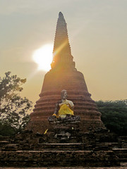 sunset on a Bouddha statue (ayutaya)