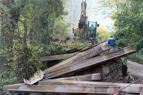 2009 octobre enlèvement des palleplanche au bord de lAire - Lully (1)