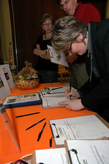 25Anniversary200811-435.jpg (Grassroots International) Tags: print unitedstates 25thanniverary grassrootsinternational 25thanniversarymainevent ellenshub