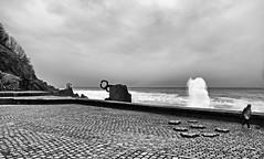Gris (Lanpernas 2.0) Tags: arquitectura escultura olas temporal donostia urbanismo peinedelosvientos peinedelviento furia marcantbrico txillida peaganchegui