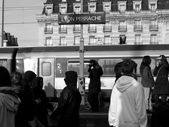 Action d'occupation de la gare de Perrache 3/5, Lyon France (mafate69) Tags: demo europe lyon gare eu rhne trainstation perrache manif manifestation ue occupation darcos demontration manifestant lycen mafate69
