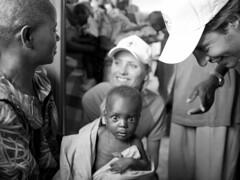 C5O20070399.jpg (frank lodder photography & camera) Tags: red portrait project cross documentary social malawi helping opdracht sturm rodekruis yfke