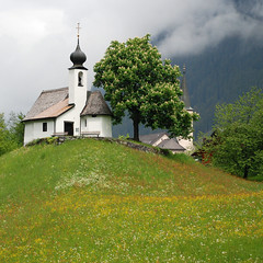 Maria Schnee Kapelle (NowJustNic) Tags: cloud mist flower tree church fog forest bench austria spring nikon day cross montafon hill meadow chapel dome kapelle vorarlberg d80 gaschurn nikkor18135mm