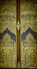 หน้าต่างบานหนึ่งที่ วัดสุทัศนเทพวรารามราชวรมหาวิหาร / Carving Window At Suthat Thepwararam Temple
