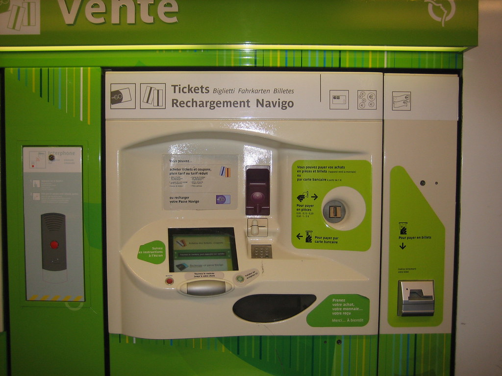How to buy a ticket of the metro in Paris