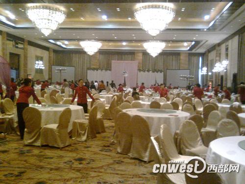 西安交大二附院书记儿子结婚 摆85桌近千人赴宴