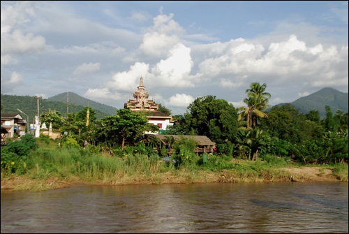 Mae Sariang from the far side of the river