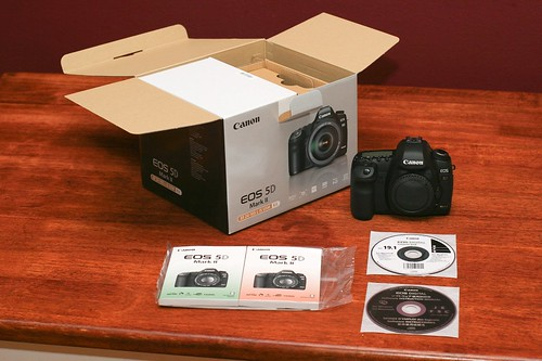 Canon 5D Mark II Unboxing 07