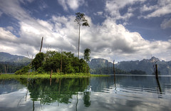 Khao Sok natural beauty (Dani℮l) Tags: sky cloud lake beautiful wonderful landscape thailand nationalpark amazing nikon 5 daniel d70s jungle obama dol khaosok donderdag doka asai pseudohdr ddd5 dedaniel dolledokadonderdag