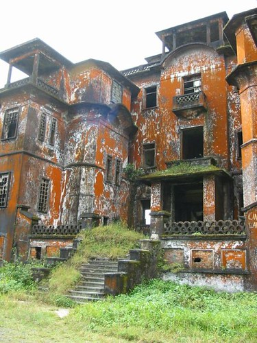 Vervallen hotel