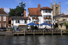 2009-07-18-023 Henley on Thames 'Angel on the Bridge' Pub seen from SL 'Alaska' at Thames Traditional Boat Rally (Martin-James) Tags: angel explore 500views riverthames soe henley oxfordshire riverview thamesview englishpub englishpubs ruralengland bej mywinners thamestraditionalboatrally goldstaraward angelonthebridge angelhenley thamesideview
