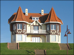 Belle Epoque beside the Sea - De Haan Belgium (Batikart ... handicapped ... sorry for no comments) Tags: door travel roof light red vacation sun white house building green rot beach window lamp architecture strand canon interestingness spring holidays europa europe stair cityscape belgium urlaub may meadow wiese haus f100 bluesky stairway treppe explore mai northsea architektur lantern grn laterne fp frontpage nordsee weiss 2009 blauerhimmel beachhouse vacanze reise frhling flanders canonpowershot belgien dehaan a610 frhjahr flandern wenduine strandhaus belleepoque canonpowershota610 100faves 50faves i500 explorefrontpage 200faves viewonblack colorphotoaward batikart westflandern vanagram thebestofmimamorsgroups theoriginalgoldseal