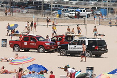 HUNTINGTON BEACH LIFEGUARDS & HUNTINGTON BEACH POLICE DEPARTMENT (HBPD) (Navymailman) Tags: ford beach expedition huntington police pd law enforcement suv department sportutilityvehicle hbpd