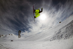 2009 (juan carlos labarca) Tags: chile snow canon nieve fisheye snowboard andes invierno backside grab bigair 30d vallenevado 10mm sorobio