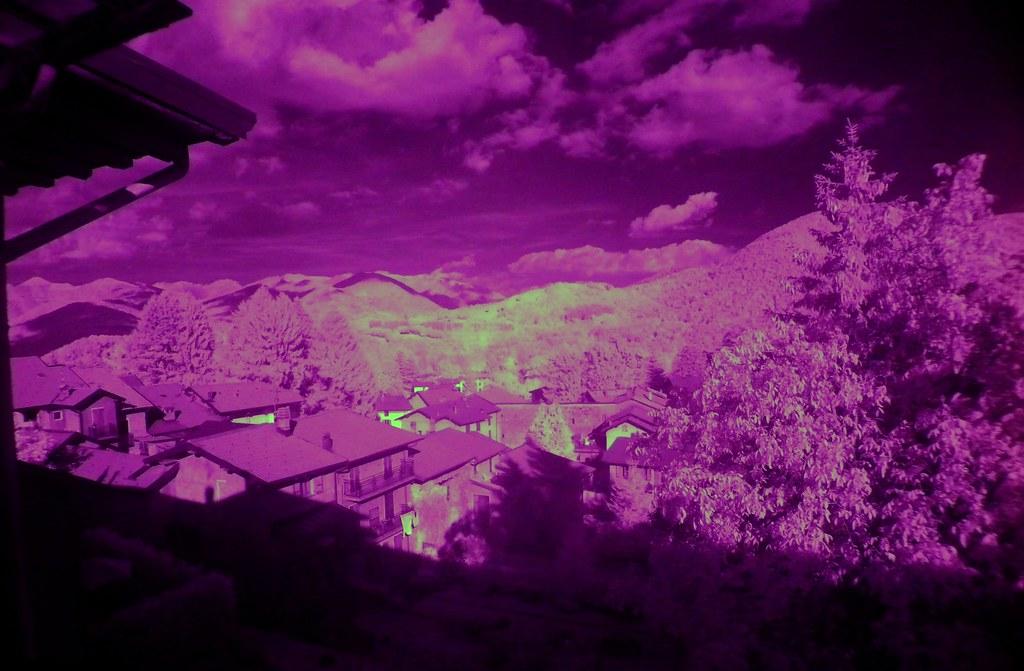 2009 7 27 Lanzo d'Intelvi, panorama con filtro infrarosso - infrared filter 0547a