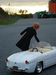 Herbstzauberwagen (britta.haesslich) Tags: auto car toy toys doll dolls barbie plastic bil spielzeug puppe hst plasticpeople leker plastik momoko dukke plast lekety madeofplastic susiedoll