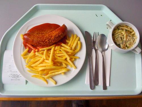 Currywurst und Pfannkuchensuppe