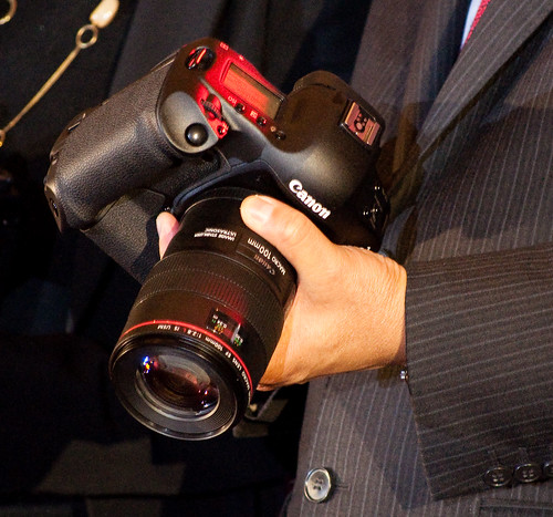 Canon 1D Mark IV in the hand
