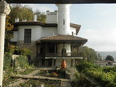 Balchik Palace (Juliette_G) Tags: orange green nature architecture grey palace bulgaria urbannature pottery historical botanicalgarden blacksea balchik ethnographic