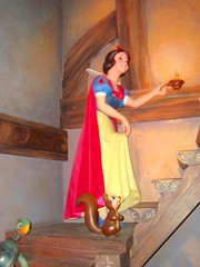 Snow White and the Seven Dwarfs (DolceDanielle) Tags: park white snow paris halloween les amusement ride disneyland disney resort fantasy seven land rides neige blanche 2008 sept et attraction fantasyland dwarfs nains