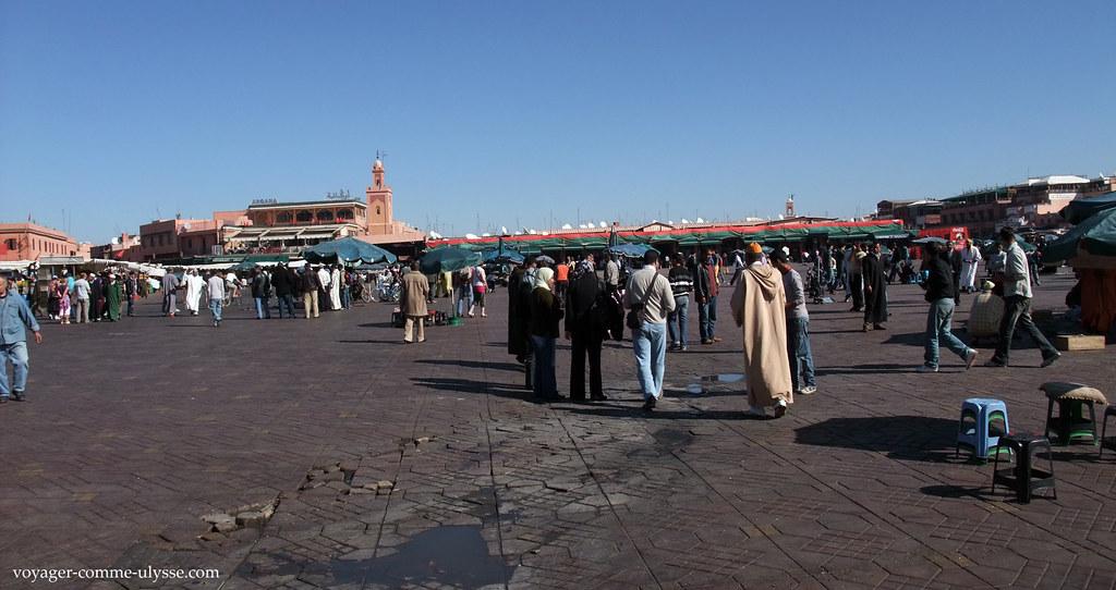 Place du marché carrelée, de jour