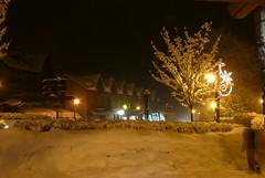 Il neige... (La Pom ) Tags: alpes hiver neige savoie nuit combloux lapomme lapom