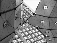 La Grande Arche, Paris (sara-maria) Tags: paris france building architecture modern ladefense architektur gebäude ladéfense grandearche lagrandearche grandearchedelafraternité johannottovonspreckelsen abigfave theunforgettablepictures