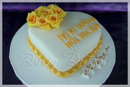 Sarı Güllü Pasta