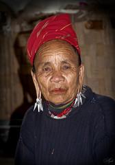 El tiempo duele ( Seven ) Tags: de photo mujer time el miranda ebro anciana thailandia siete choza fotografo tiempo pendientes duele segundos chabola birmania