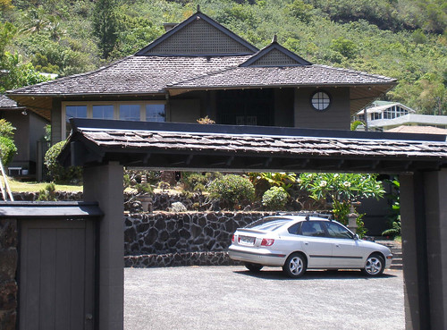 Home with East Asian design motifs, incl. irimoya roof